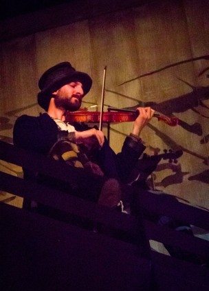 The Fiddler up on the roof (photo credit: Tom Klingele)